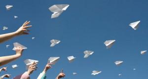 מיכאל לייטמן - ילדים מפריחים מטוסים מנייר