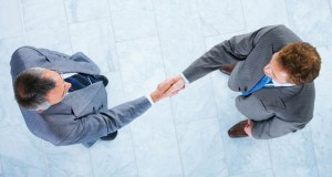 חכמת הקבלה - אנשים לחיצת יד
