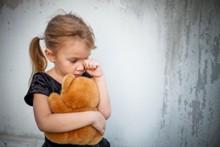 חכמת הקבלה - ילדה בוכה