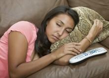 חכמת הקבלה - אישה ספה שלט שינה לישון