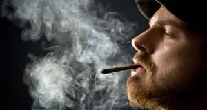 חכמת הקבלה - איש מעשן סמים