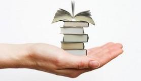 הרב לייטמן - יד מחזיקה ספרים