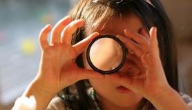 מיכאל לייטמן - חיפוש משקפת ילדה