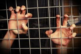 הרב לייטמן - ידיים סורגים חופש כלא