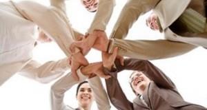 שיתוף פעולה אנשים ידיים