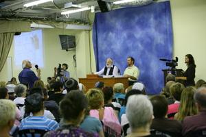 laitman_2008-08-19_lektziya_1_300.jpg